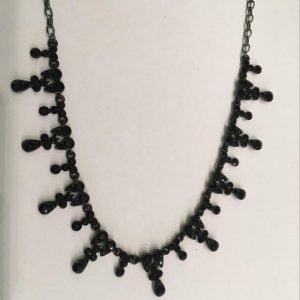 zwarte halsketting met steentjes